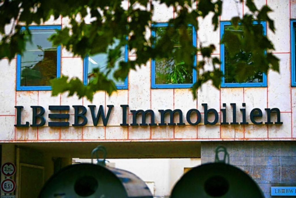 Am Montagabend hat der Aufsichtsrat der Landesbank Baden-Württemberg (LBBW) nach mehrstündiger Beratung entschieden, rund 21500 Wohnungen der  LBBW Immobilien an die Augsburger Patrizia AG zu verkaufen. Foto: Steinert