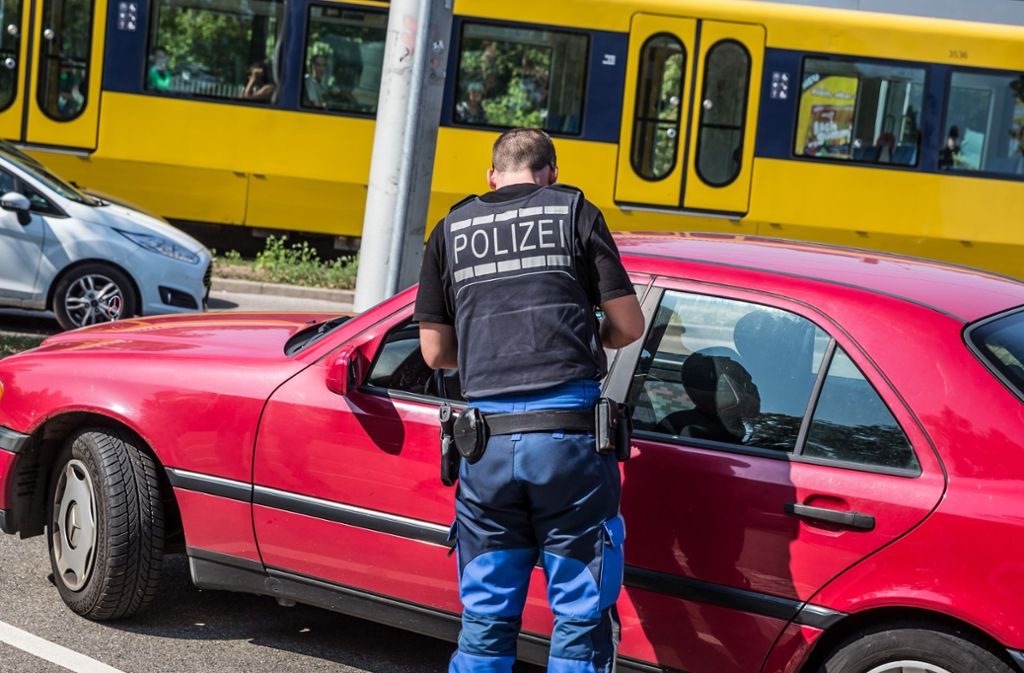 Verkehrskontrollen in Stuttgart-Bad Cannstatt (Archivbild) Foto: Lichtgut/Julian Rettig