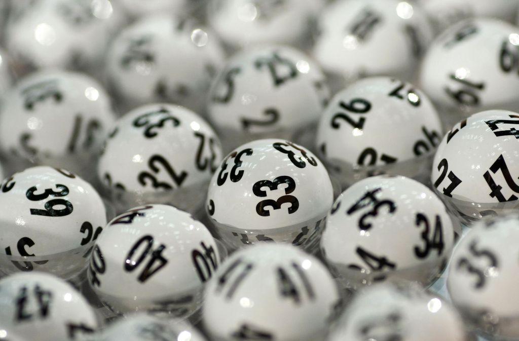 Ein Lottospieler aus Mannheim ist unverhofft mit drei richtigen Zahlen zum Millionär geworden. (Symbolfoto) Foto: dpa