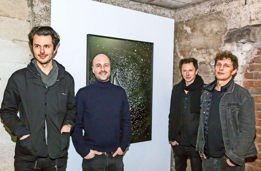 Mick Orel, Hausbesitzer Tino Kraft, Dennis Orel und  Oliver Kröning (von links) im Keller ihrer Galerie Kernweine im Stuttgarter Süden. Foto: Andreas Engelhard