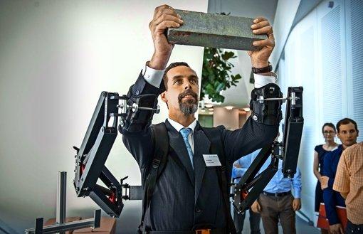 technik wie exoskelette dem menschen nutzen wissen stuttgarter zeitung. Black Bedroom Furniture Sets. Home Design Ideas