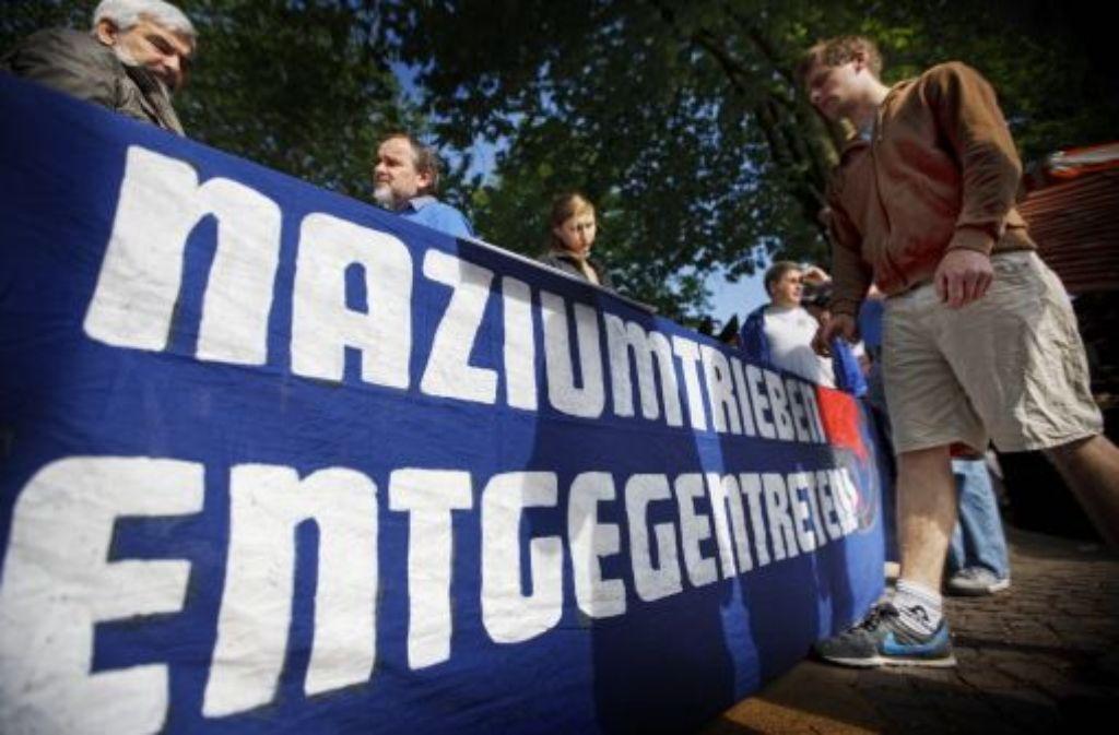 Protest gegen braunen Terror: die Initiative Rems-Murr Nazifrei warb in Korb für keine Toleranz gegenüber Naziumtrieben. Foto: Stoppel