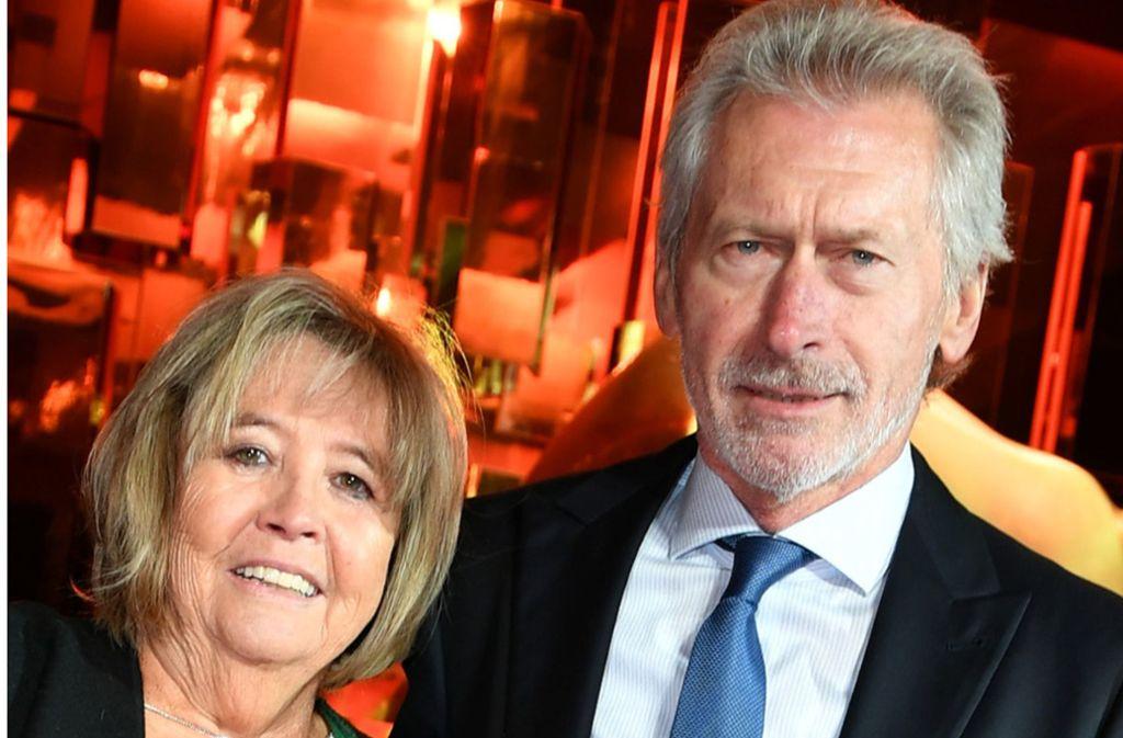 Paul Breitner, ehemaliger Fußballnationalspieler, und seine Frau Hildegard Breitner. Foto: dpa/Jens Kalaene