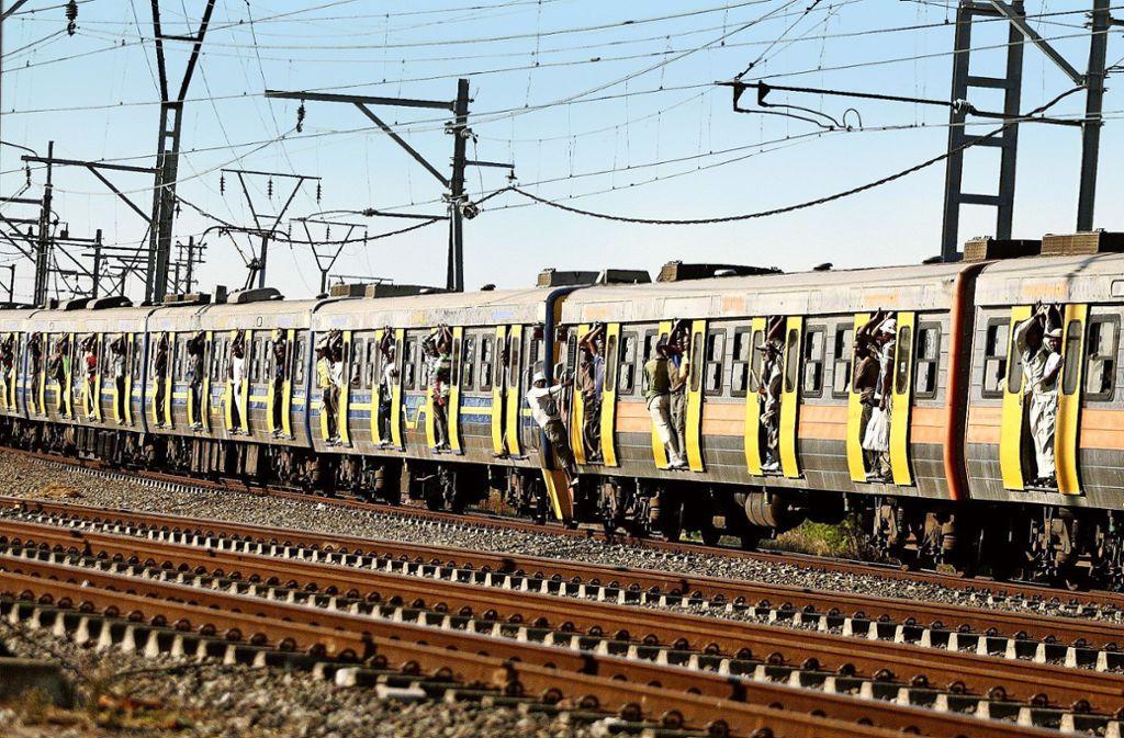 Überfüllte Züge sind das kleinste Problem bei Südafrikas Eisenbahnen. Foto: imago/Gallo images