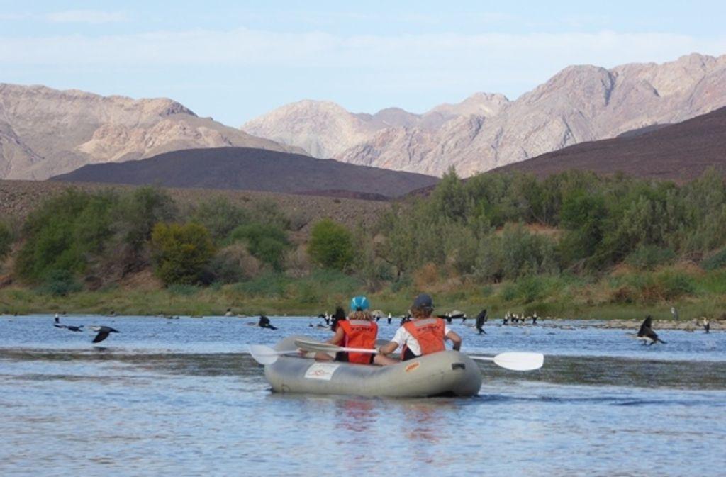 Kanu fahren vor spektakulärer Kulisse: Die Schmiders erleben in ihrer Auszeit, die bis zu einem Jahr dauern soll, viele Abenteuer. Foto: privat