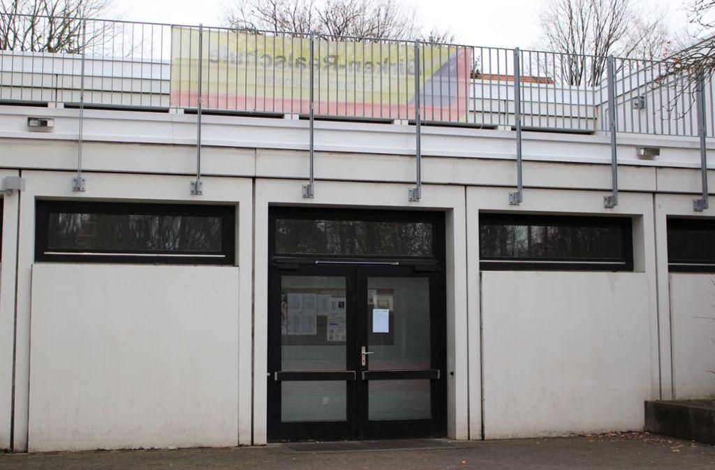 Eventuell bleibt die Halle noch die ganze Woche geschlossen. Foto: Caroline Holowiecki