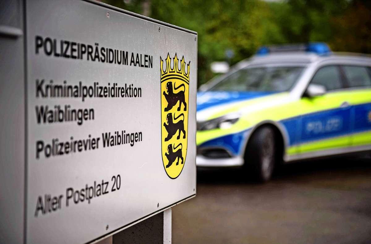 Die Polizei ist zum Waiblinger Landratsamt ausgerückt (Symbolbild) Foto: Phillip Weingand