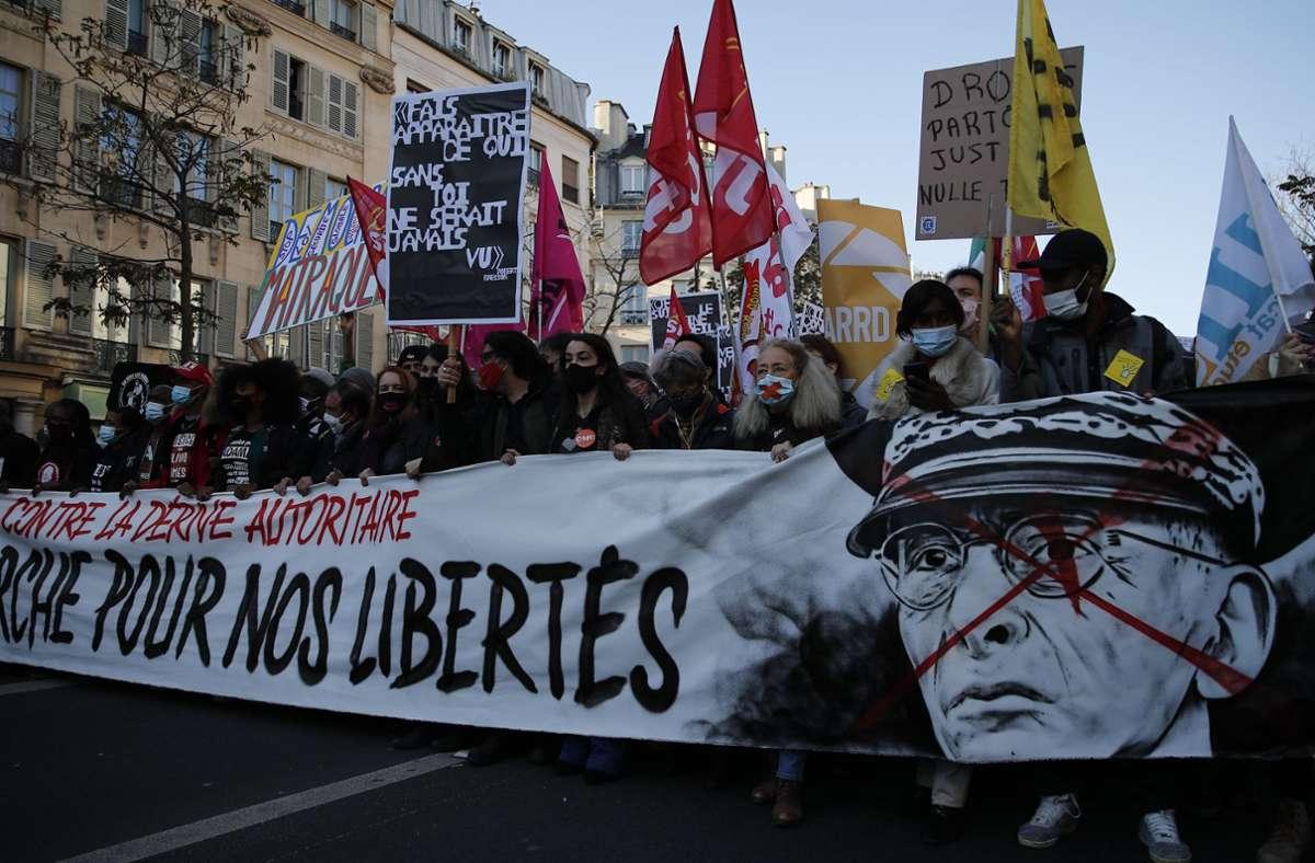 In Frankreich gab es am Samstag große Protestaktionen gegen Polizeigewalt. Foto: dpa/Francois Mori