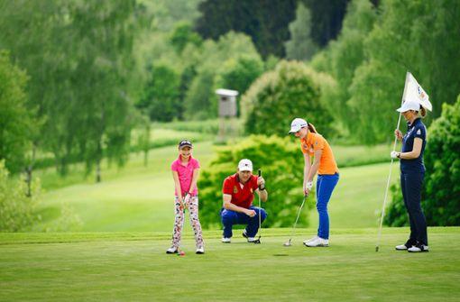 Mit Golfschläger oder Nordic Walking Stock - die Rottaler Landschaft ist ideal für Aktivurlauber