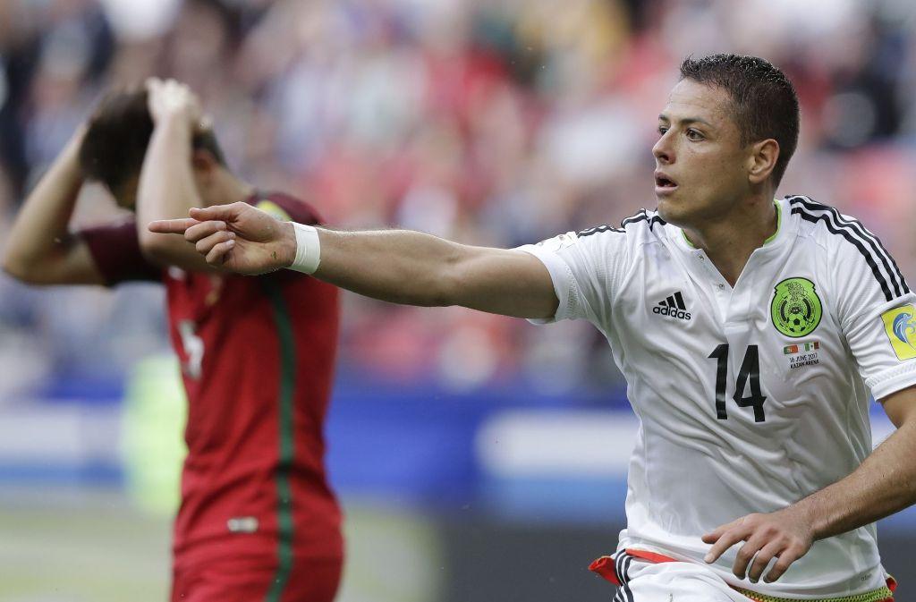 Javier Hernandez (rechts) von Bayer Leverkusen erzielte das zwischenzeitliche 1:1. Foto: AP