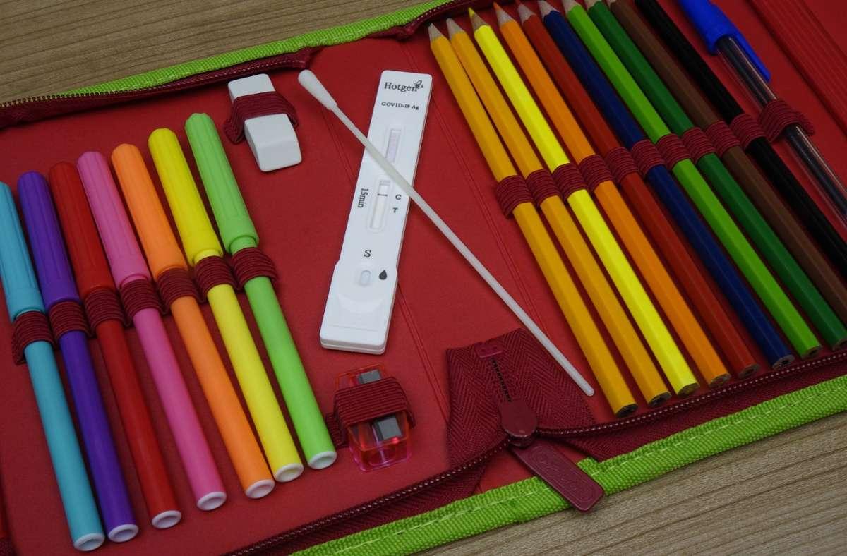 Bei einem Verdacht soll in der Schule auch weiterhin getestet werden (Symbolfoto). Foto: imago images/Steinach/Sascha Steinach via www.imago-images.de