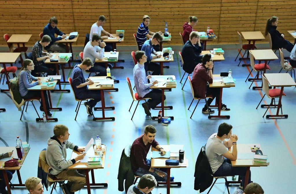 Zum Schulabschluss soll es auch 2020 Prüfungen geben. Foto: / dpa/Jens Wolf