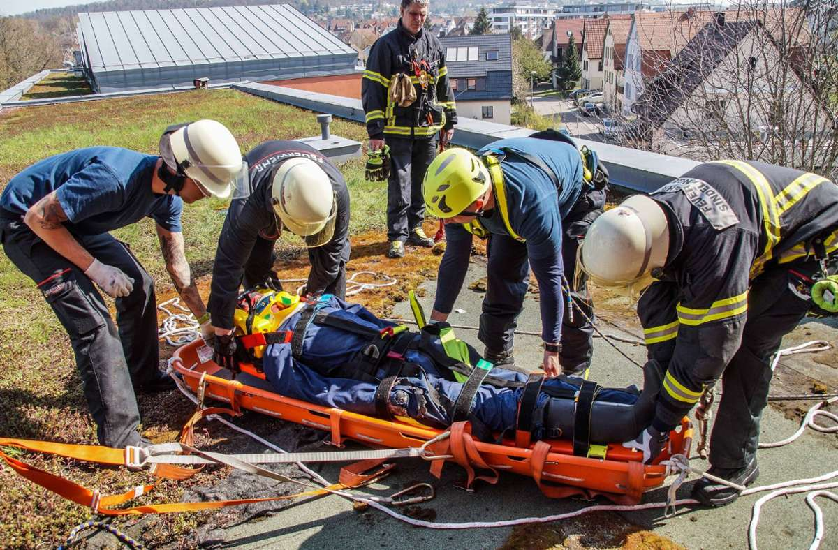 Den Ernstfall trainieren: So wie hier braucht auch die Sindelfinger Feuerwehr regelmäßige Übungen Foto: SDMG/Dettenmeyer