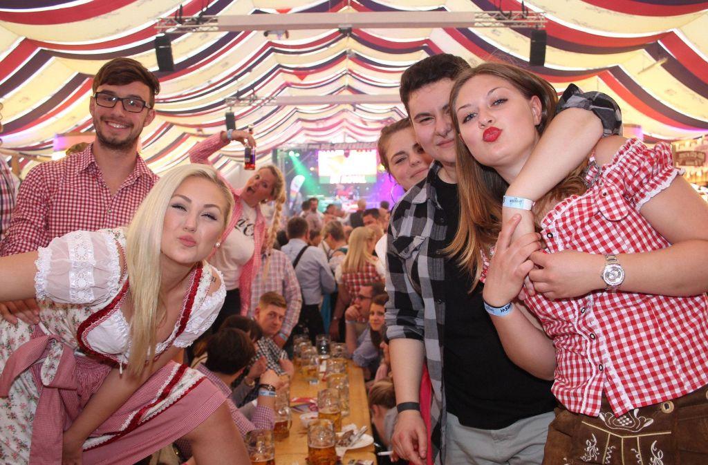 Trinken für Toleranz? Da lassen sich die Partygäste nicht lange bitten. Foto: 7aktuell.de/David M. Skiba