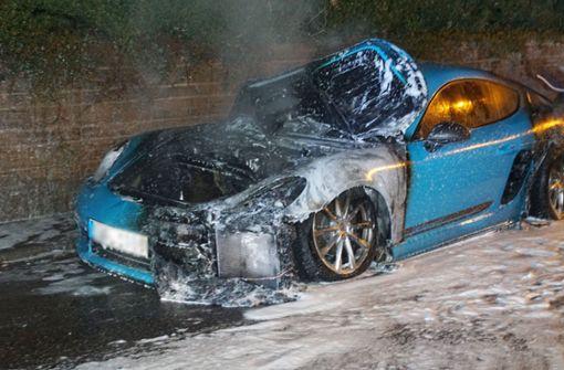 Brandstifter zündet mehrere Autos an
