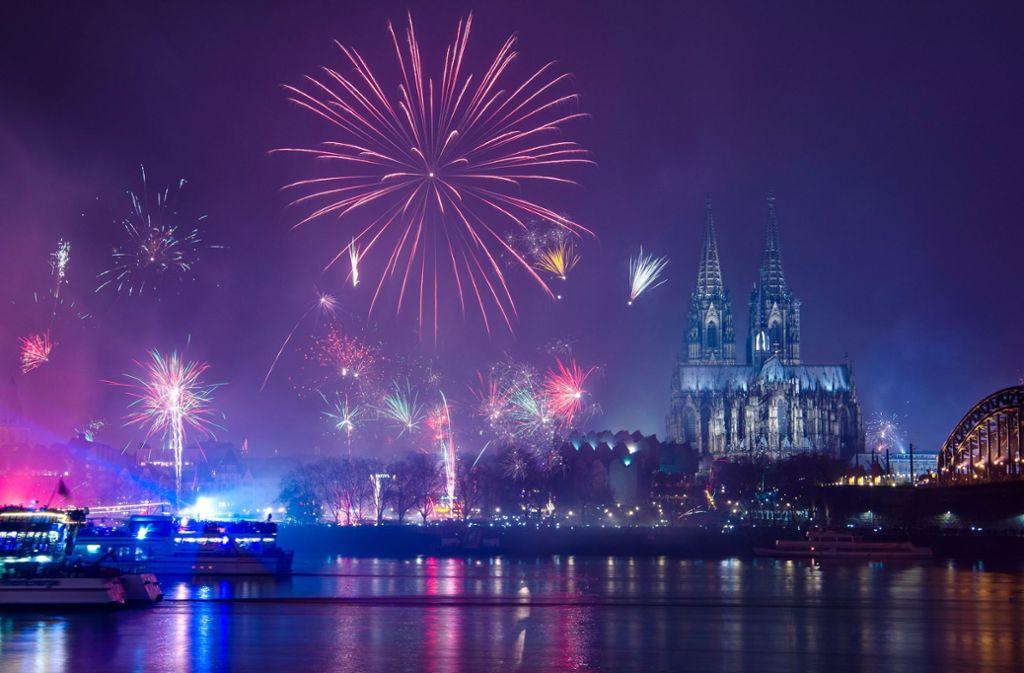 Silvester in Köln am Rhein – ein einziges Lichtermeer. Foto: dpa