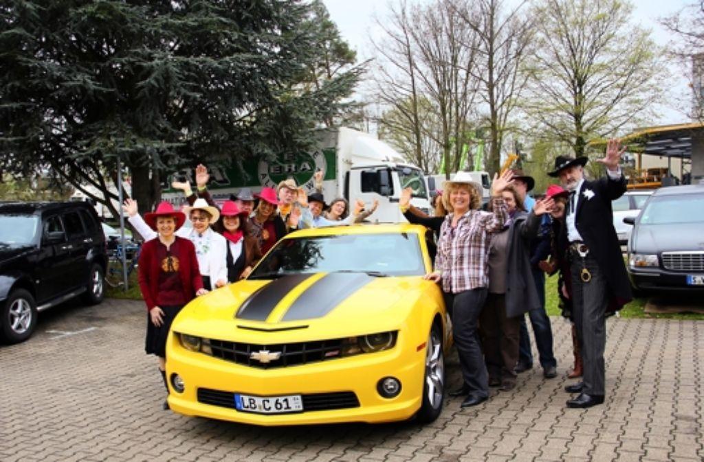 Eine  Party mit US-Cars und Country-Musik  wurde bei   Auto Stieber  gefeiert. Foto: Friedel