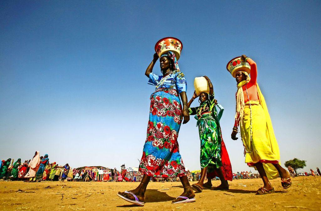 Junge Frauen im Südsudan: Noch immer werden in dem afrikanischen Land Minderjährige zwangsverheiratet, jetzt auch mit Hilfe von Facebook. Foto: AFP
