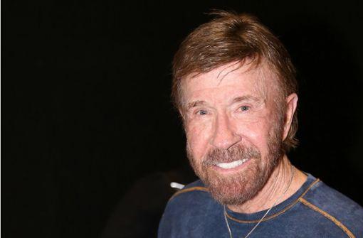 """""""Corona desinfiziert sich nach Kontakt mit Chuck Norris die Hände"""""""