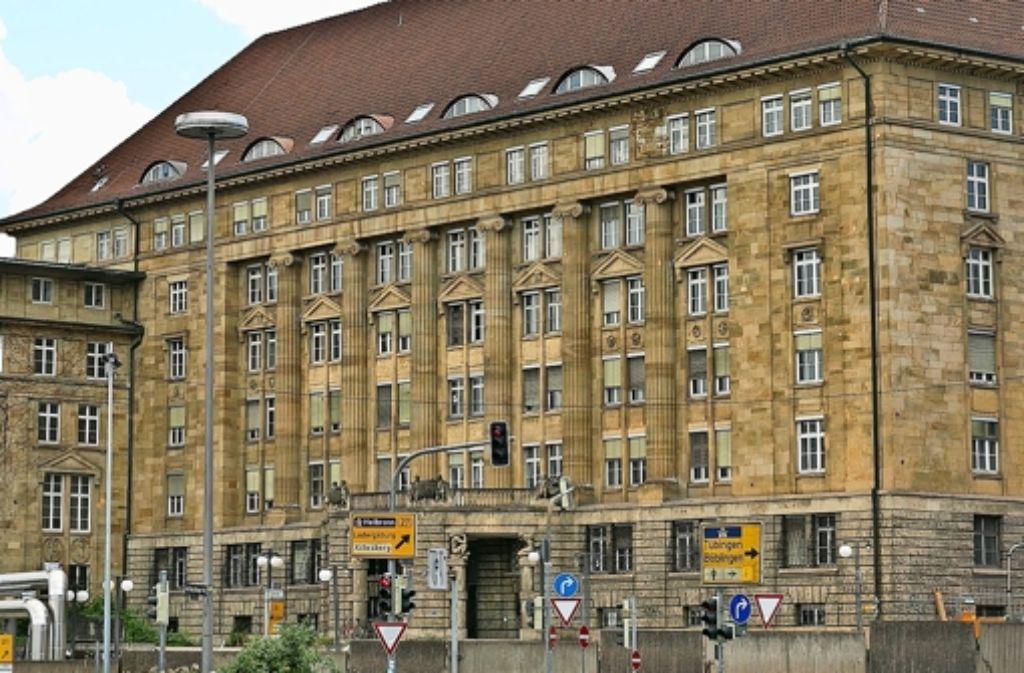 Der Anbau in der Mitte der Fassade wird abgebaut und eingelagert. Foto: Horst Rudel