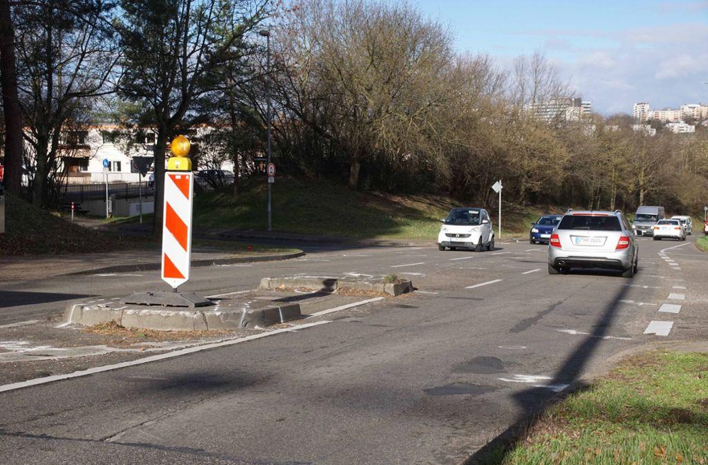 Die Unfallstelle im Seeblickweg in Hofen: Wie kommen Fußgänger hier sicher rüber? Foto: Andreas Rosar