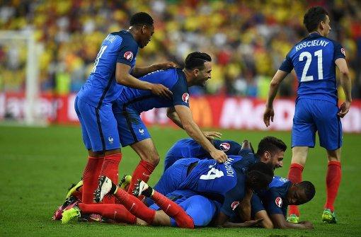 Frankreich gewinnt Eröffnungsspiel 2:1