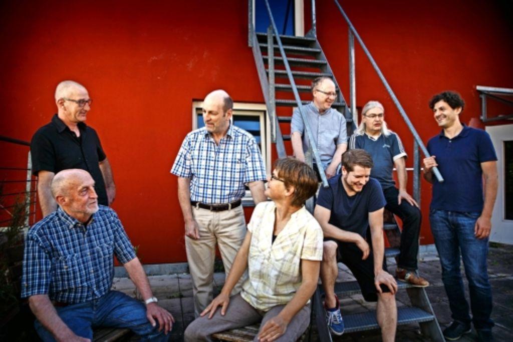 Die bunte Truppe, die Bunt statt Braun seit zehn Jahren auf die Beine stellt, trifft sich auf dem Dach des Schwanen. Foto: Gottfried Stoppel