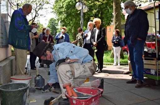 Künstler verlegt  20. Stolperstein im Stadtbezirk