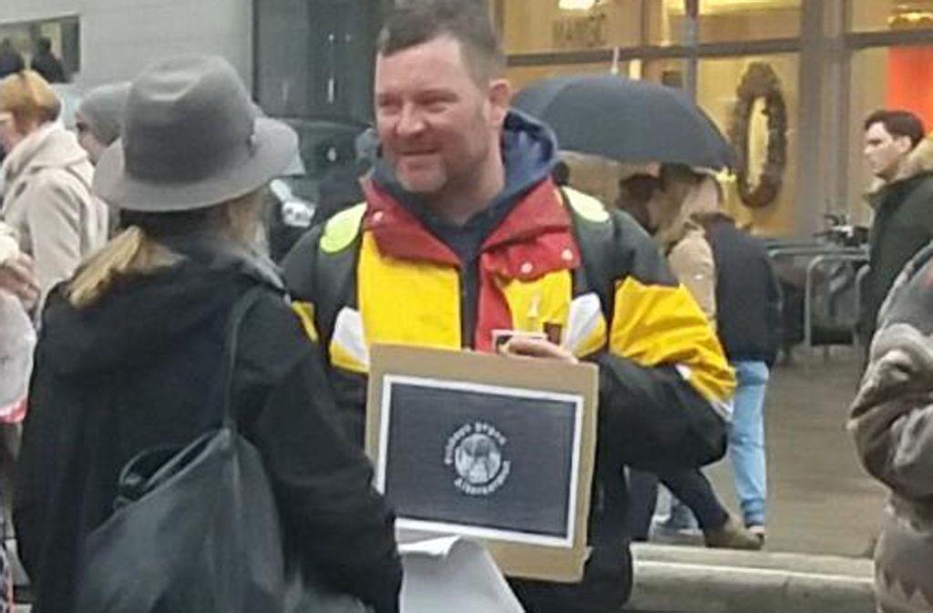 Marcus Faust hat im Dezember schon einmal eine Mahnwache gegen Altersarmut in Stuttgart abgehalten. Für den 24. Januar wird bundesweit zu solchen Veranstaltungen aufgerufen. Foto: privat