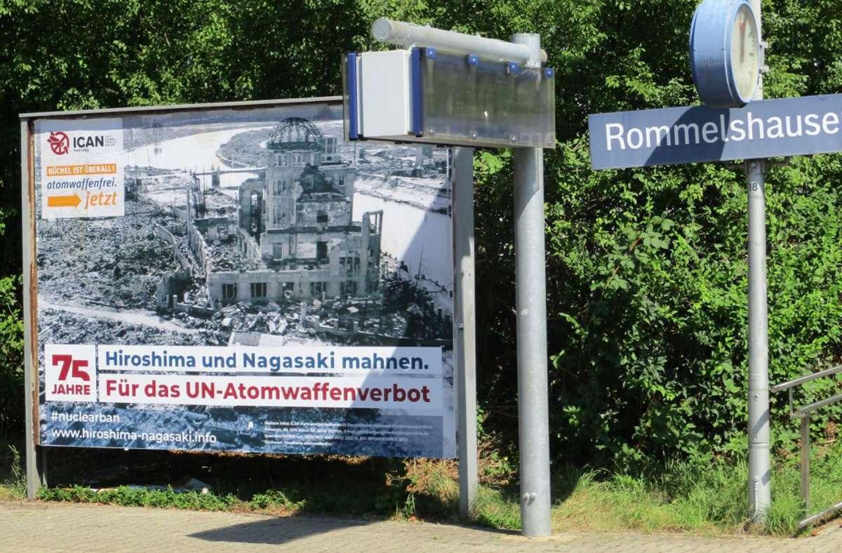 In Kernen weisen Plakate auf die Atombombenabwürfe auf japanische Städte  im Jahr 1945 hin Foto: privat