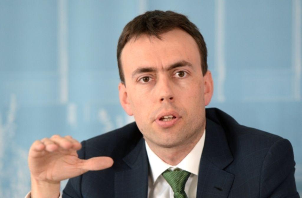 Finanz- und Wirtschaftsminister Nils Schmid (SPD) hat den Gewerkschaften  mit hohem persönlichen Einsatz einen Herzenswunsch erfüllt: das Bildungszeitgesetz. Foto: dpa