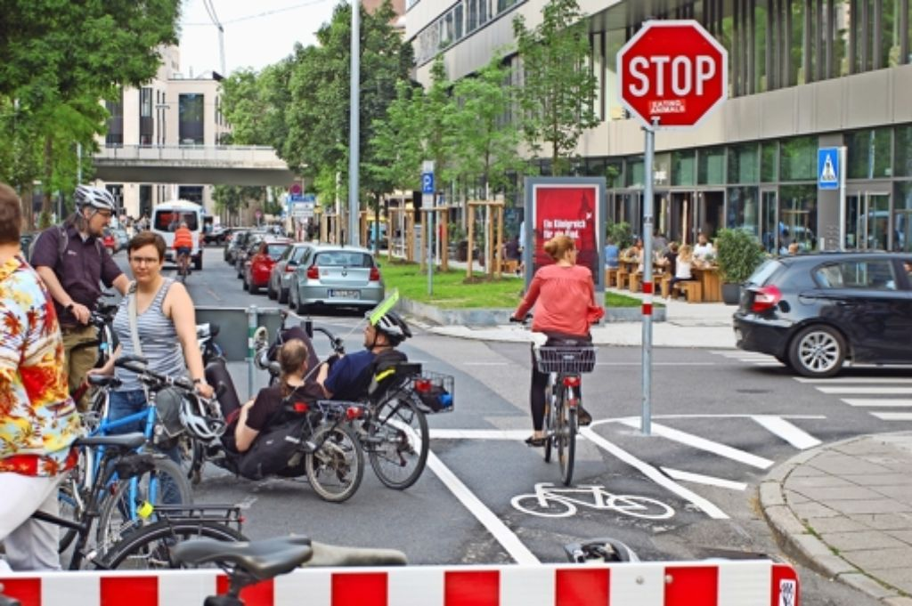 """Mit der  Demo """"Wir üben stoppen"""" haben sich Radfahrer gegen das aus ihrer Sicht unsinnige  Schild an der Tübinger Straße eingesetzt. Foto: Archiv/ Sascha Schmierer"""