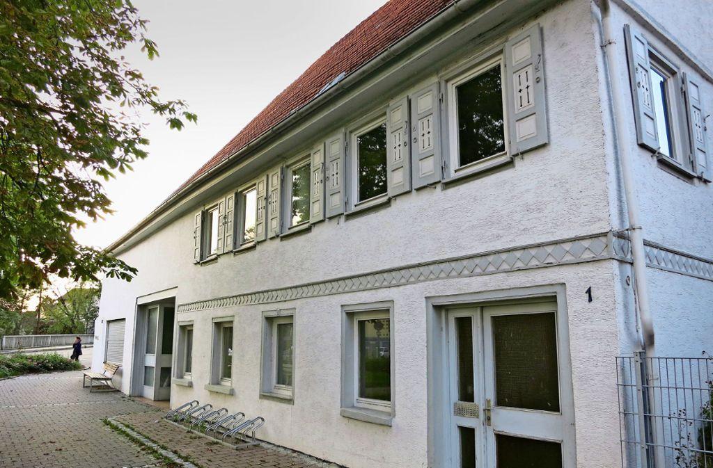 In der Kirchstraße 1 wird sich vorerst nichts verändern. Der Gemeinderat hat die Ausschreibung angesichts der unerwartet teuren Angebote zurückgezogen. Foto: Pflüger