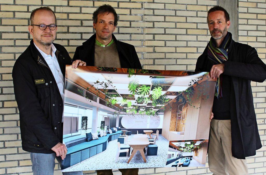 Bernd Ebersberger, Ralph Gäbler und Andreas Kuckertz (von links) zeigen, wie der Raum künftig aussehen könnte. Foto: Jacqueline Fritsch