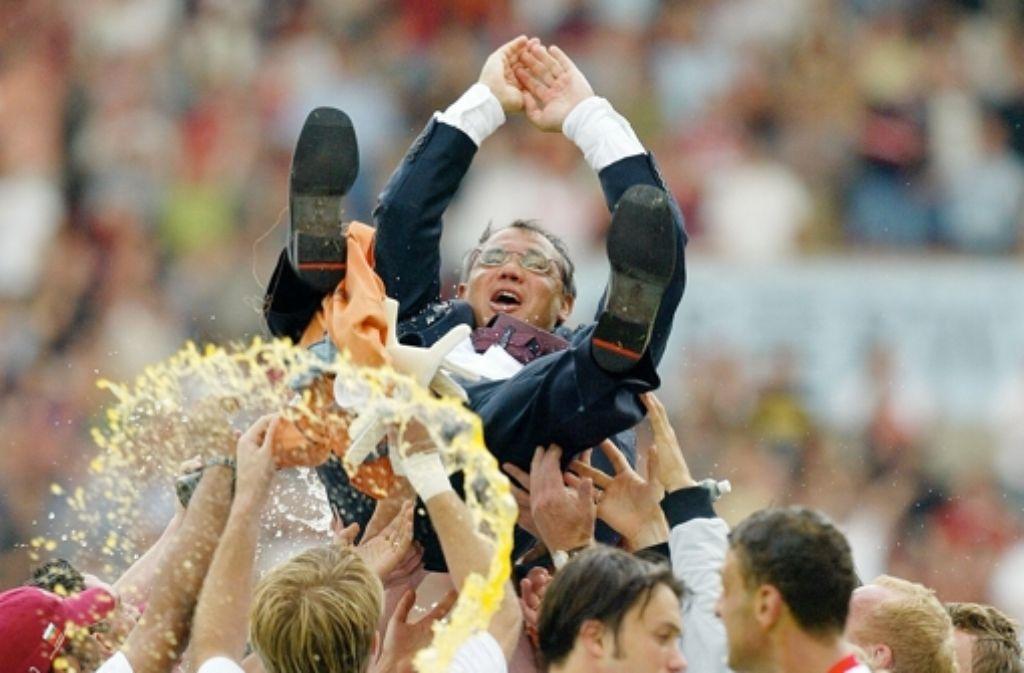 Jubeltag gegen Wolfsburg: 2003 führt Felix Magath den VfB auf Platz zwei. Foto: Baumann