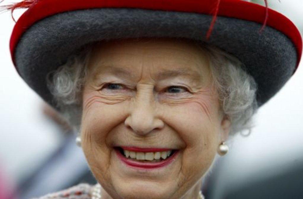 Queen Elizabeth II. - die kleine Frau mit den markanten Hüten ist in Großbritannien so etwas wie der Fels in der Brandung. Am 21. April wird sie 85 Jahre alt. Foto: AP