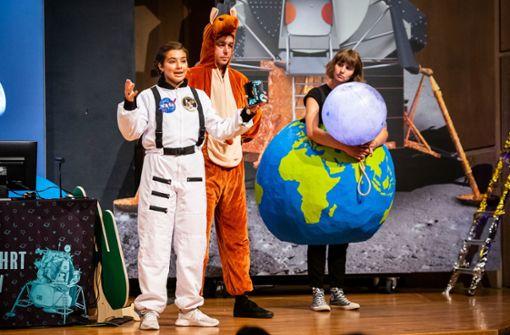 Schüler fliegen einmal zum Mond und wieder zurück