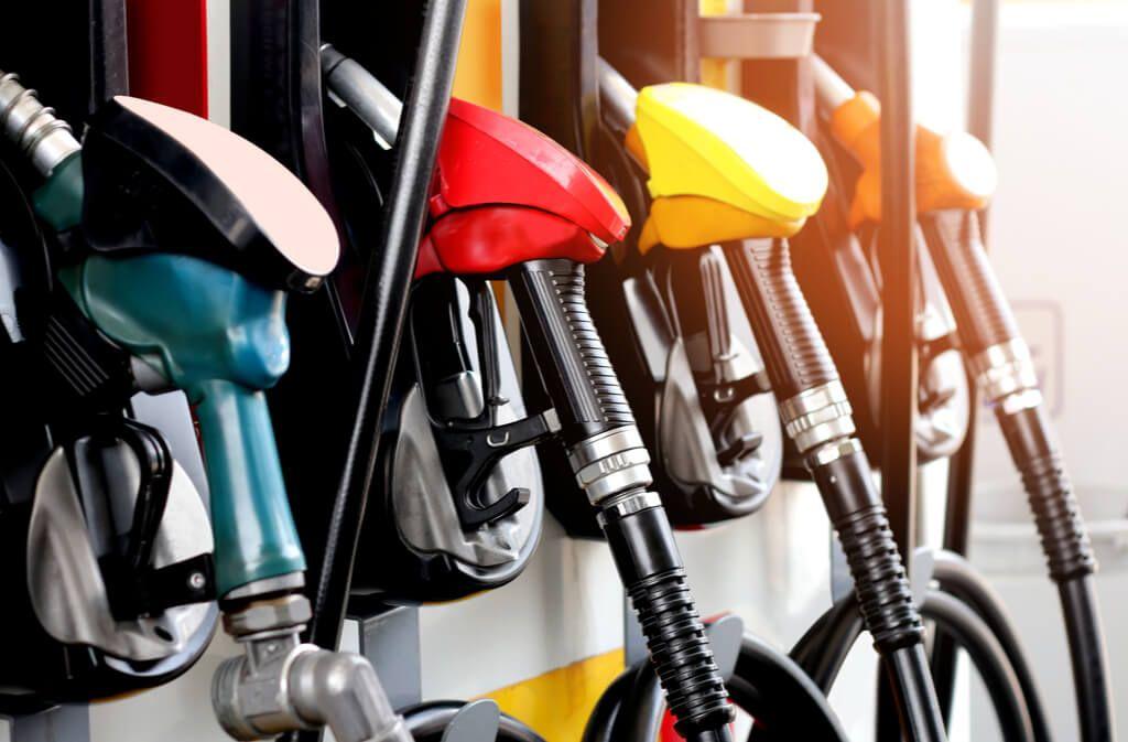 Haltbarkeit und Lagerung von Benzin und Diesel im Überblick. Das Wichtigste zur Lagerung von Kraftstoff im Tank oder Kanister. Foto: ThePowerPlant / Shutterstock.com