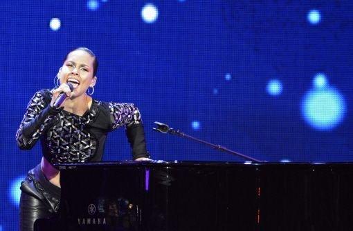 Coole Alicia Keys bei heißem Basketball-Spektakel
