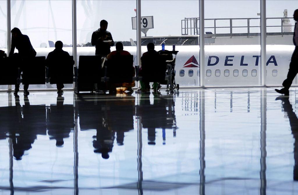 Zu einem Zwischenfall mit einem Passagier ist es in einem Delta-Air-Lines-Flugzeug gekommen. (Symbolbild) Foto: AP