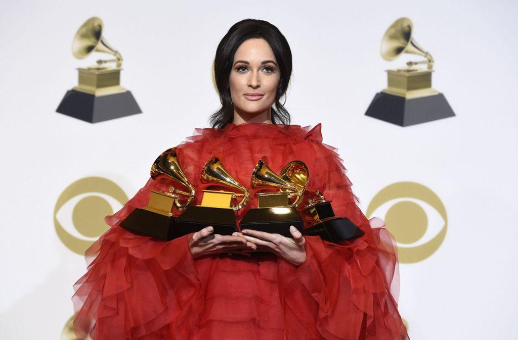 Alle Hände voll zu tun: Kacey Musgraves und ihre vier Grammys Foto: AP
