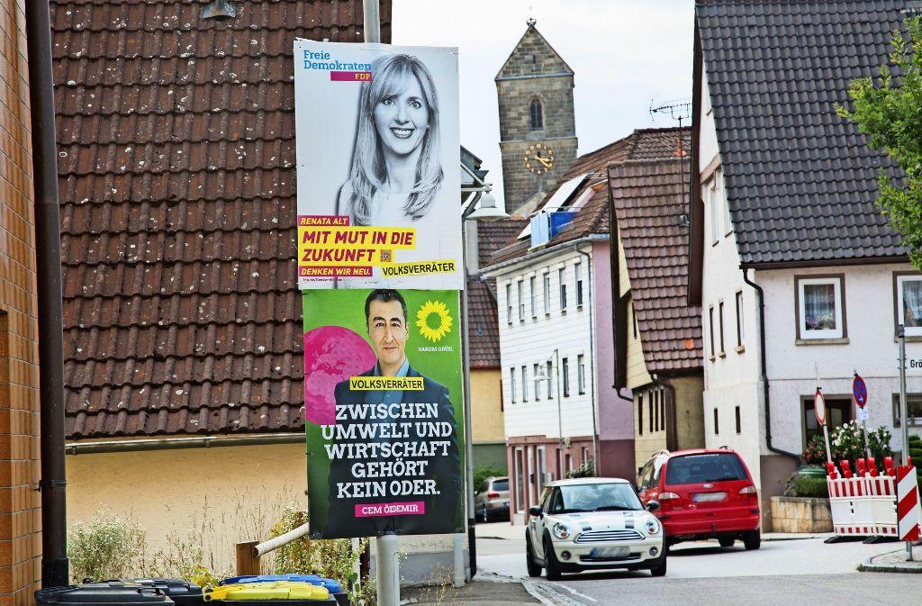 Auch die Kandidaten Renata Alt (FDP) und Cem Özdemir (Grüne) sind in der Gemeinde  Neckartailfingen üblen Anfeindungen ausgesetzt. Foto: Ines Rudel