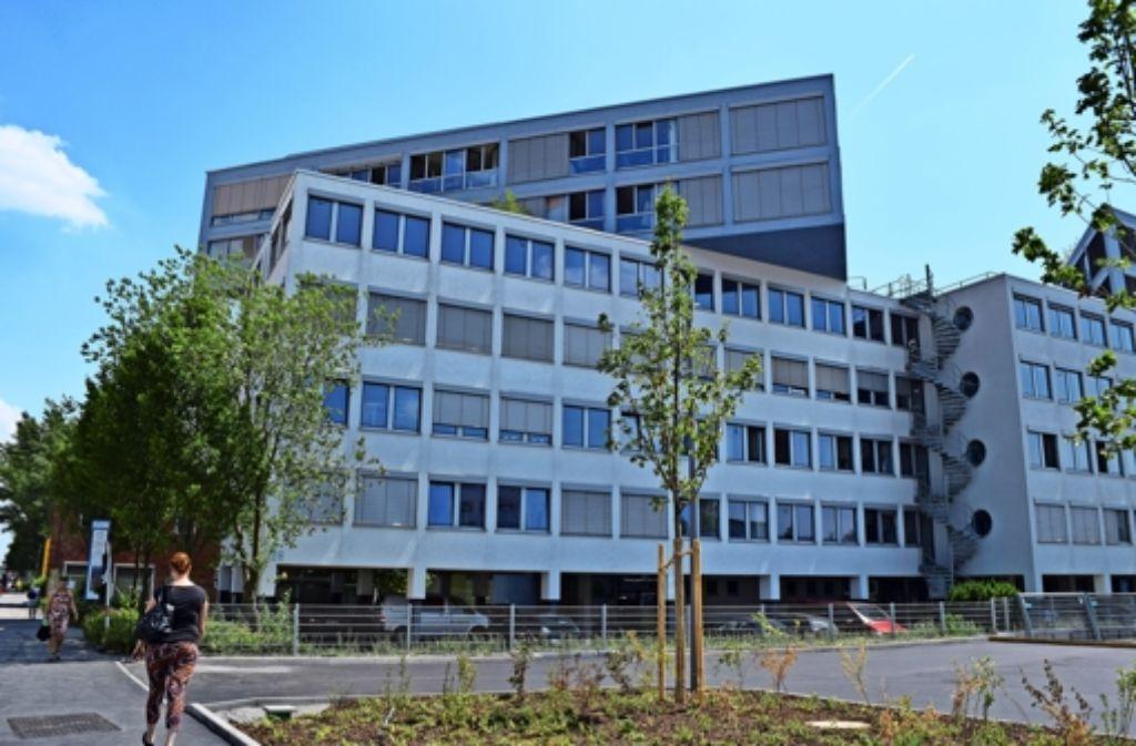 In dieses Gebäude an der Vaihinger Industriestraße sollte die Schule ziehen. Foto: Alexandra Kratz