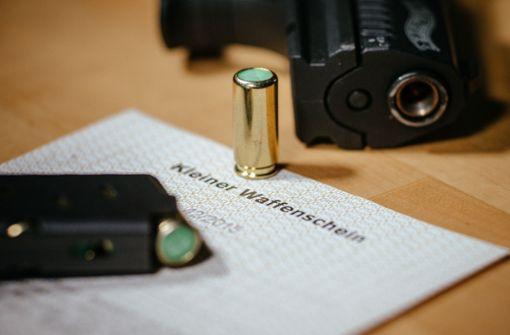 Immer mehr Rechtsextreme haben Waffenscheine
