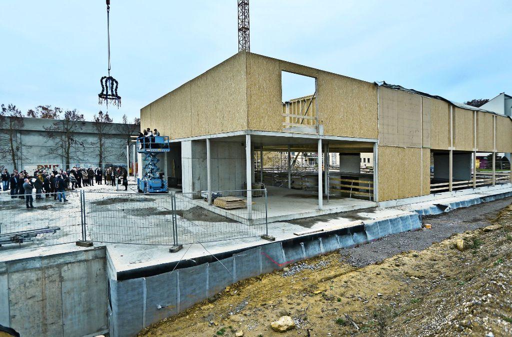 Im kommenden Jahr soll das  Schulungszentrum, das mit modernster Technik und barrierefreiem Zugang  ausgestattet ist. fertig sein. Foto: Horst Rudel