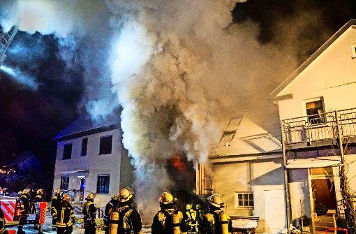 Anbau eines Wohnhauses in Flammen