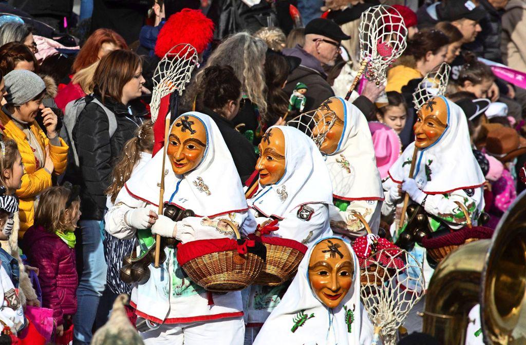 Die Original Steinlachtaler erfreuen mit fantasievollen Masken die Gäste in Wernau. Foto: /Ines Rudel