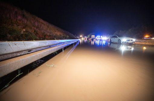 A8 einen Meter tief überflutet – Sperrung in Richtung Stuttgart