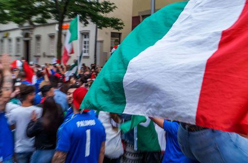 Italienische Fans tragen WM-Aus mit Fassung