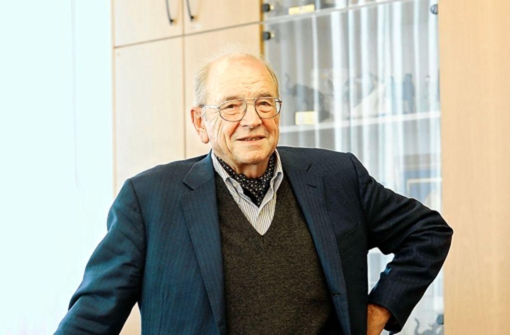 Karl Schlecht in seinem Büro in Aichtal. Foto: Reiner Pfisterer